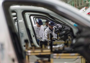 China auto sales down 5.3 percent as SUV demand sags